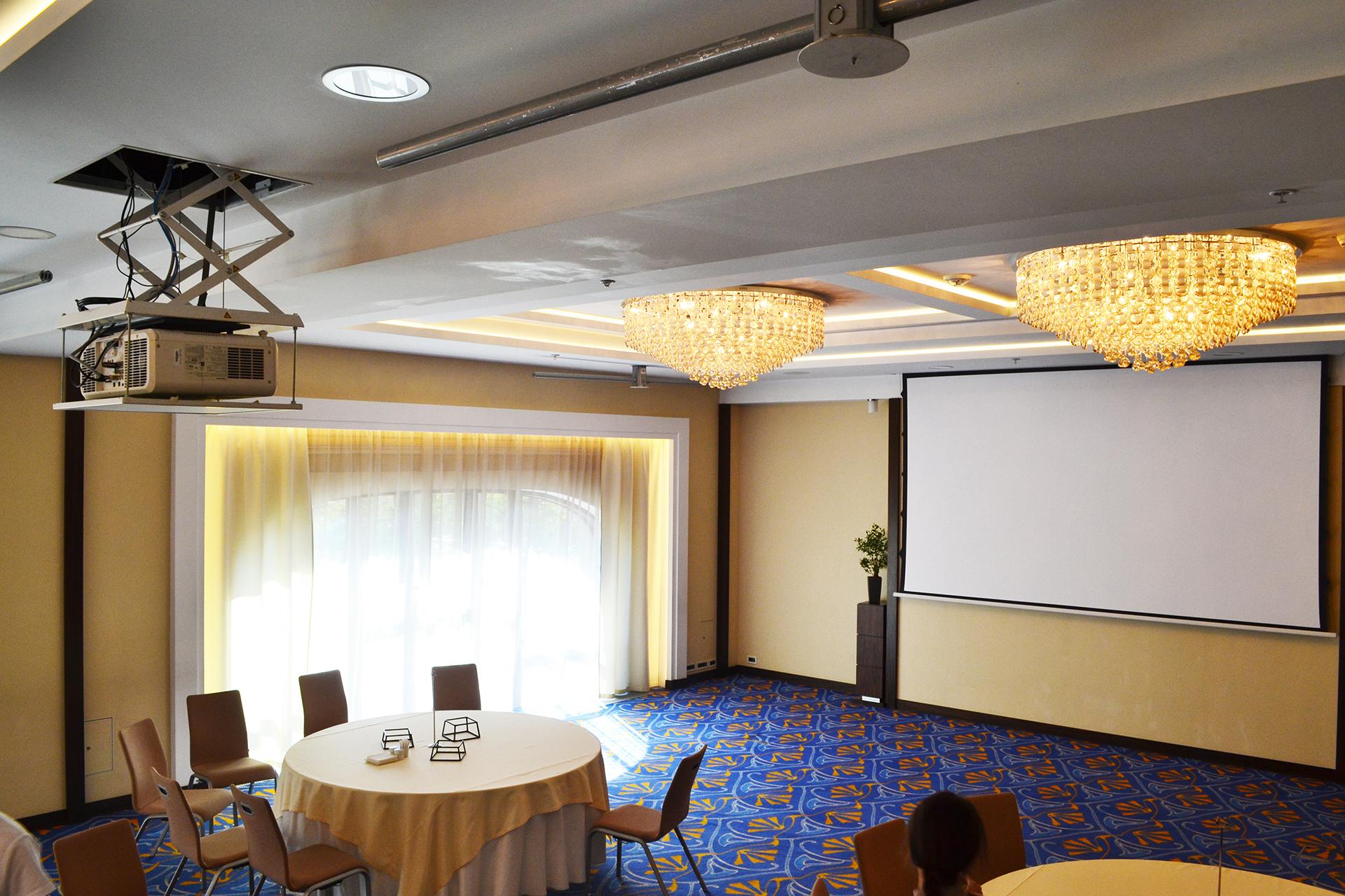 Проектор в конференц зале отель Марриотт